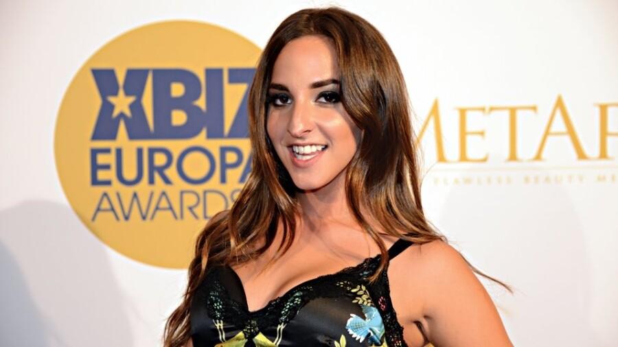 Q&A: XBIZ Europas POY Amirah Adara Talks Career, Big Win