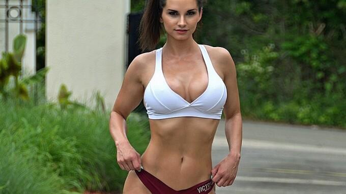 Ashley Sinclair Promotes Fitness, Aspirational Lifestyle