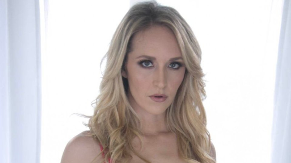 Ginger Banks Stars in Girlsway's 'Totally Not Gay,' Offers Promo