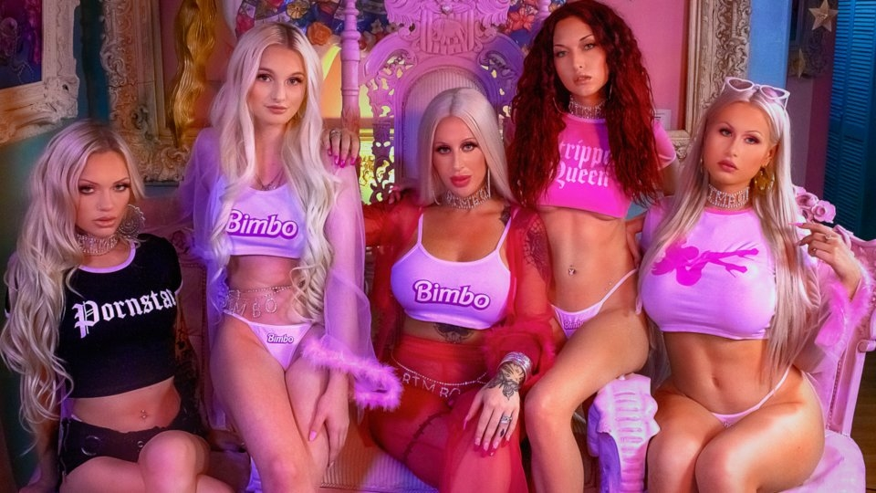 Be A Bimbo Featured on 'Hooked on the Look' YouTube Series