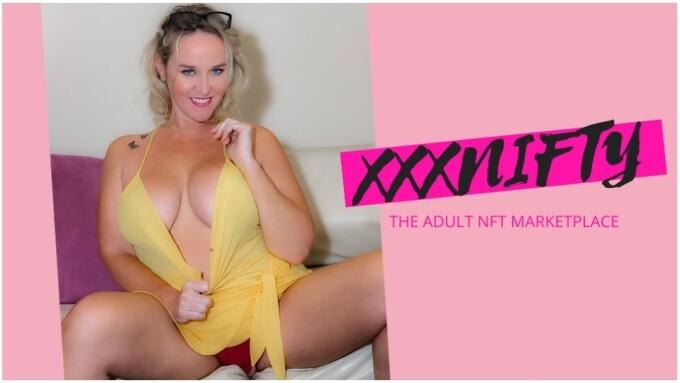 Dee Siren Joins xxxNifty as Brand Ambassador